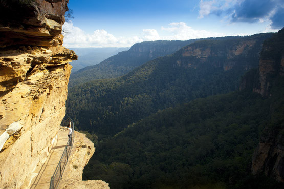 Rocky ledge along a cliff face in the Blue Mountains, NSW