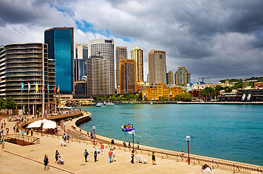 Walk from Royal Botanic Gardens to Circular Quay, The Rocks and Harbour Bridge