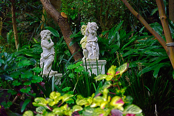 More cherubs in Wendy's Secret Garden in Lavender Bay, Sydney